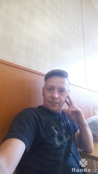 Mu 31 let, On hled ji, Kladno- sacicrm.info
